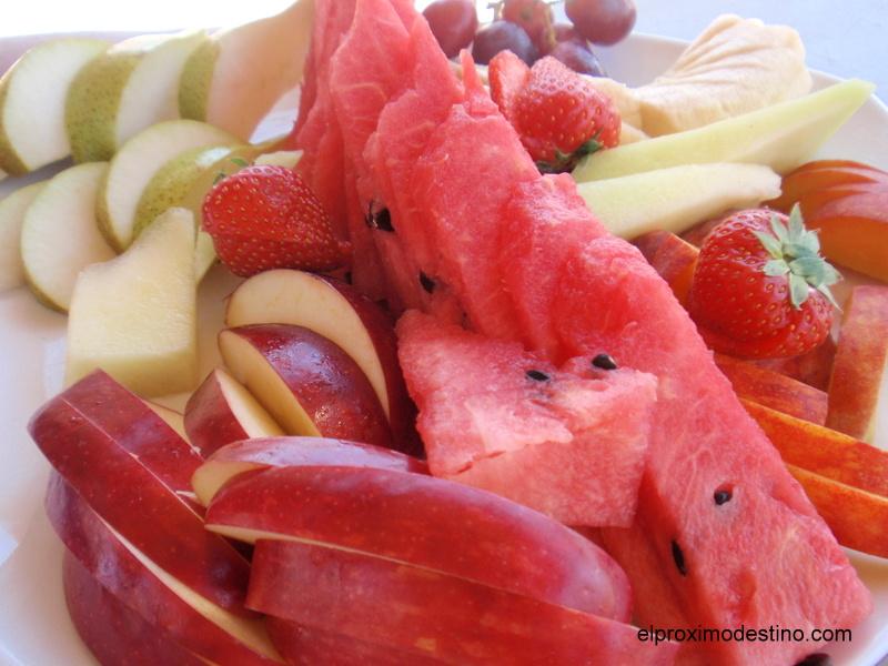 Fruta en la playa de Santorini