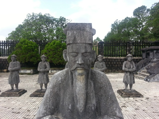Visita a las tumbas imperiales de Hue