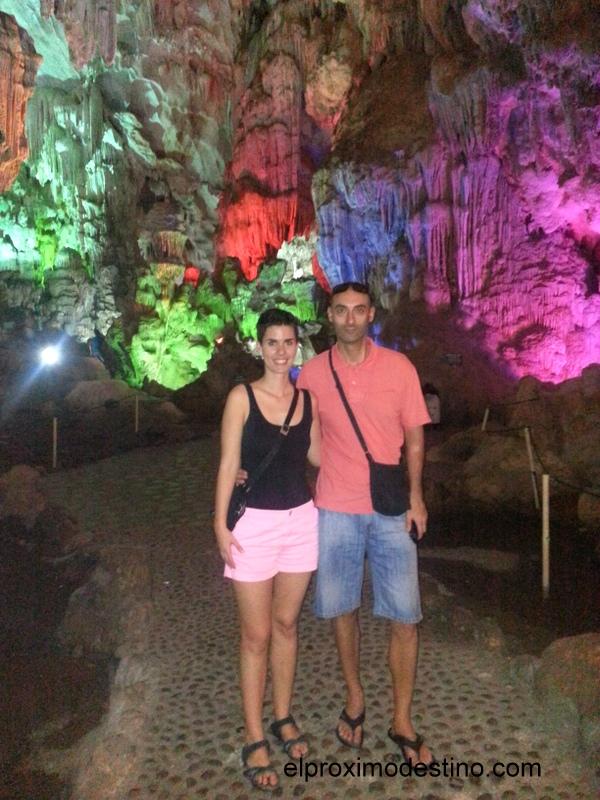 En una de las cuevas de la Bahía de Halong
