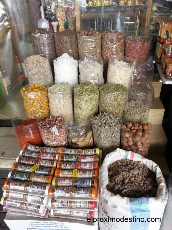 Tienda en el mercado de las especies en Dubai