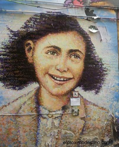 Ana Frank, sin duda este es precioso :)