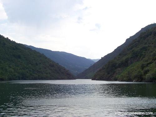 Navengando por el Río Sil.