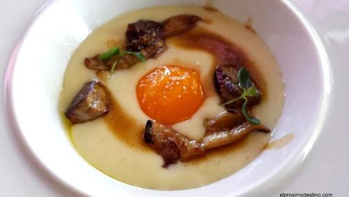 Puré de patatas con hongos i foie gras