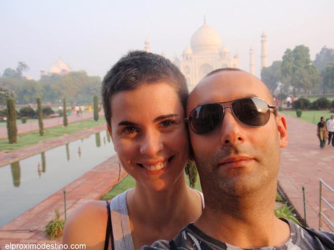 Meritxell & David en el Taj Mahal