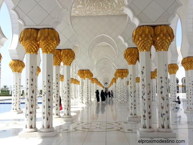 Interior de la Mezquita de Abu Dhabi