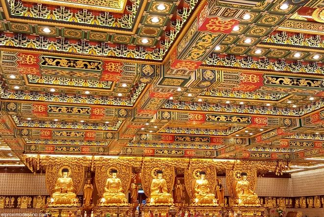 Sala dorada, monasterio budista de Lantau.