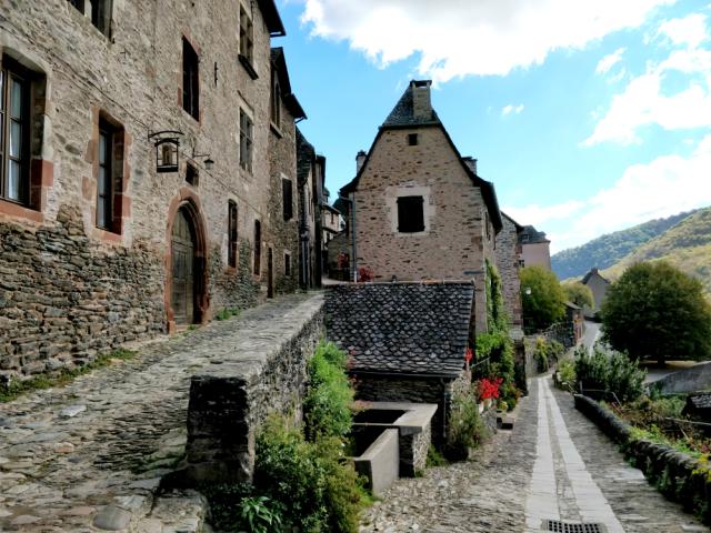 Que ver en Conques, los pueblos más bellos de Francia.