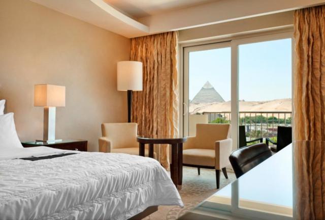 hotel con vistas a las piramides en el Cairo