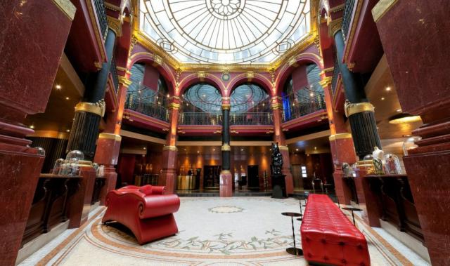 Hotel bien situado en París
